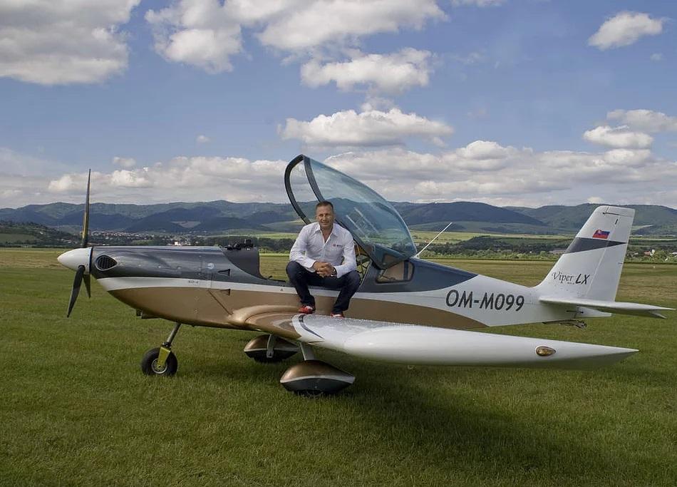 Viper Aircraft Australia - About Tomarkaero